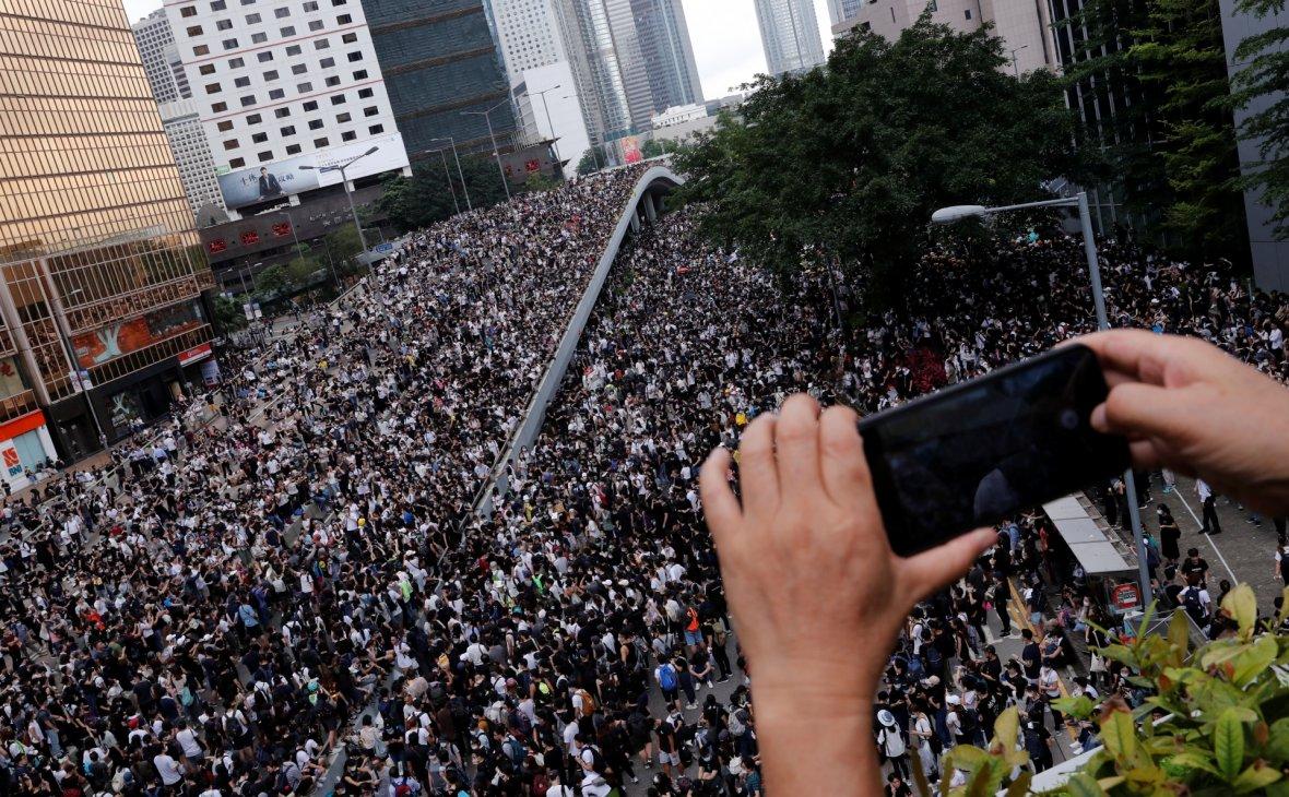 Китай обвиняет Apple в помощи гонконгским протестам
