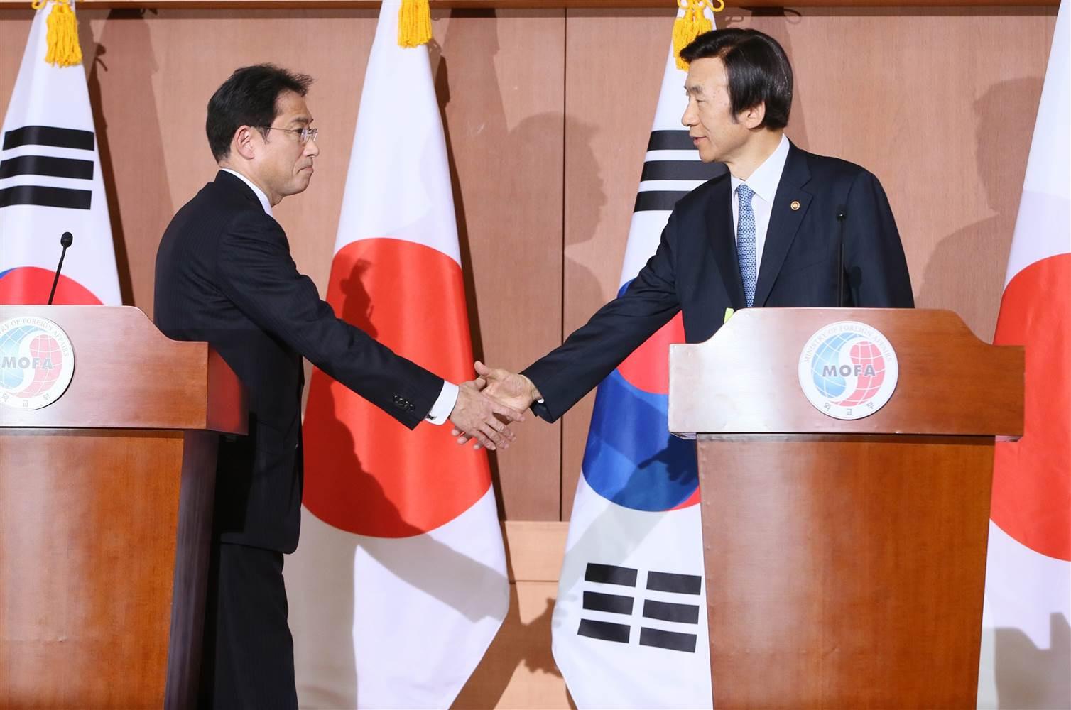 Япония и Южная Корея стремятся наладить отношения