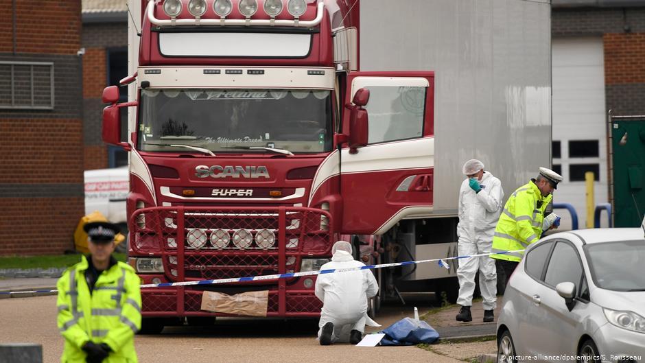 39 китайцев в грузовике в Англии