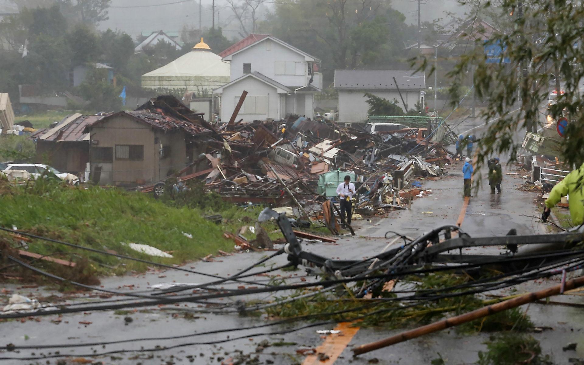 """Тайфун """"Хагибис"""" обрушился на Японию: ВИДЕО"""