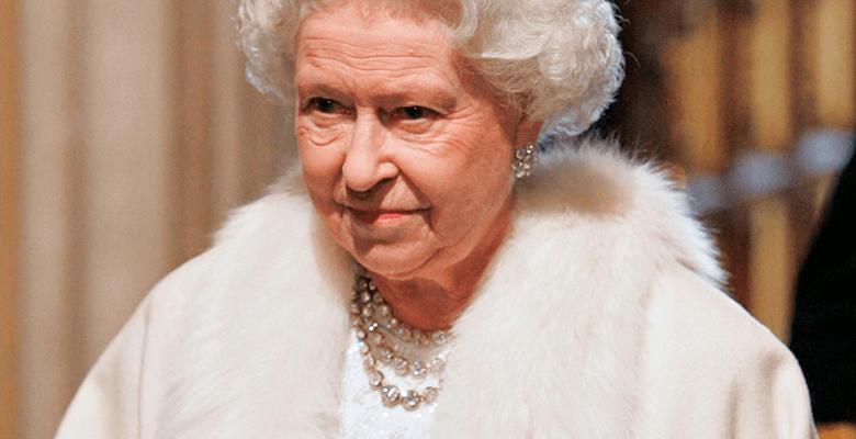 Королева Елизавета II решила отказаться от натурального меха