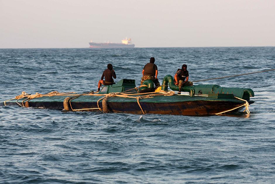 В Атлантике поймали «кокаиновую подводную лодку»